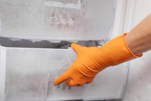 städa kök och avfrosta frys